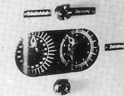 Target bearing indicator of the German torpedo calculator as two dials