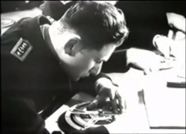 Kadet Kriegsmarine w trakcie ćwiczeń z Angriffsscheibe