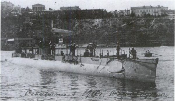 Submarine Narval class with visible Drzewiecki torpedo launchers under the upper deck