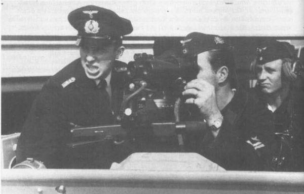 Obsługa celownika torpedowego na pokładzie niemieckiego okrętu