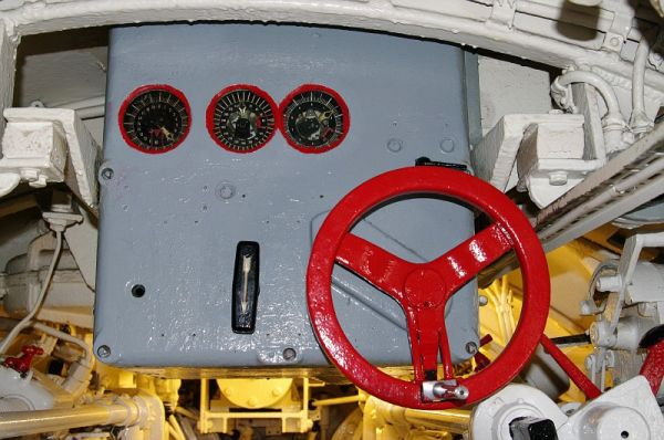 The gyro angle receiver in U 995's forward torpedo room