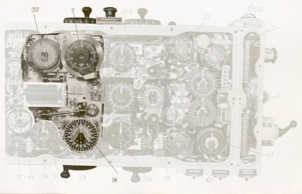 Component for solving the torpedo triangle – the view after removing the front cover
