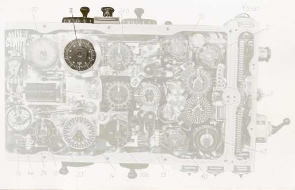 Knobs and dials of the target and torpedo speed in the early version of the calculator