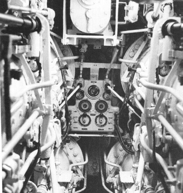 Panel nastawczy Lut w dziobowym przedziale torpedowym U 995